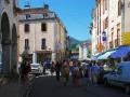 De drukbezochte markt in Saint Girons op zaterdag