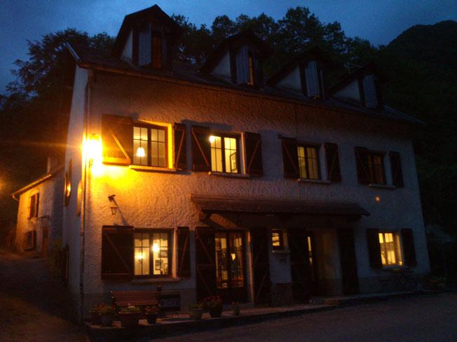 Hotel pyrenëeen 's-avonds